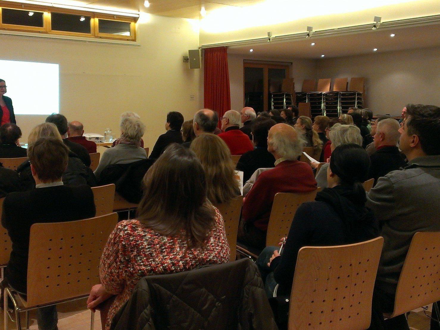 Aus dem ganzen Leiblachtal waren interessierte Besucher zum Vortrag mit Rechtsanwältin Dr. Anita Einsle ins Hörbranzer Pfarrheim gekommen.