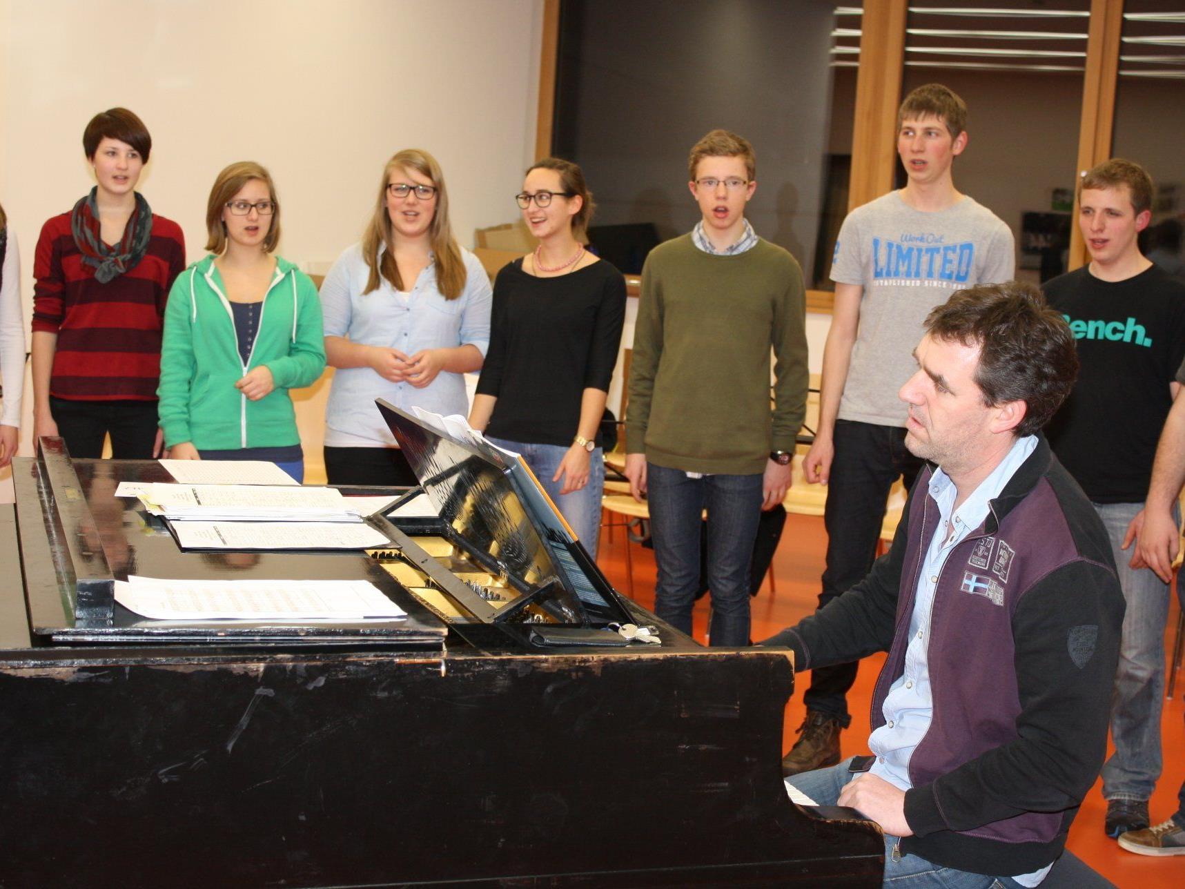 """Der Jugendchor """"lautstark"""" hat sich für den Auftritt beim Chorfenster bestens vorbereitet."""