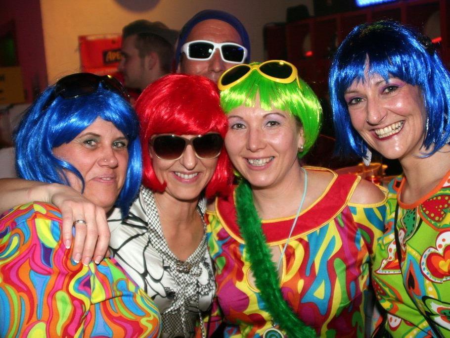 Partygäste bei der Blaulichtparty
