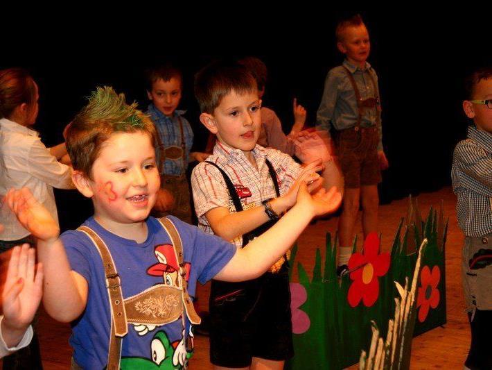 Kinderfaschingsparty im Gemeindesaal von Doren.