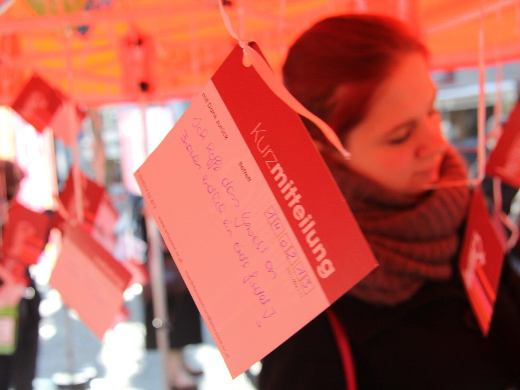 """""""One Billion Rising"""" in Bregenz: Aktionstag gegen Gewalt gegen Frauen."""