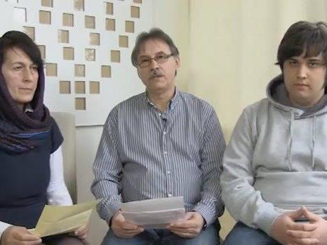 Die Familie des im Jemen entführten Domnik N. beim Video-Appell an die Geiselnehmer