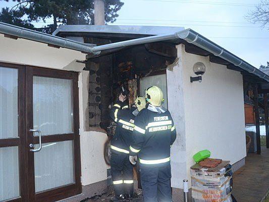 Beim Lösch-Einsatz nach dem Kaminbrand in Neunkirchen