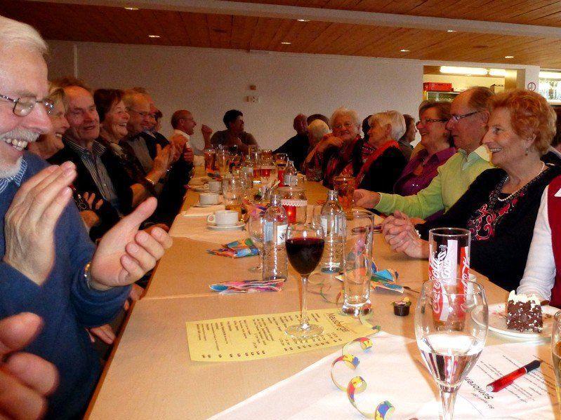 Ausgelassen gefeiert wurde beim Seniorenfasching im Gemeindesaal von Doren.