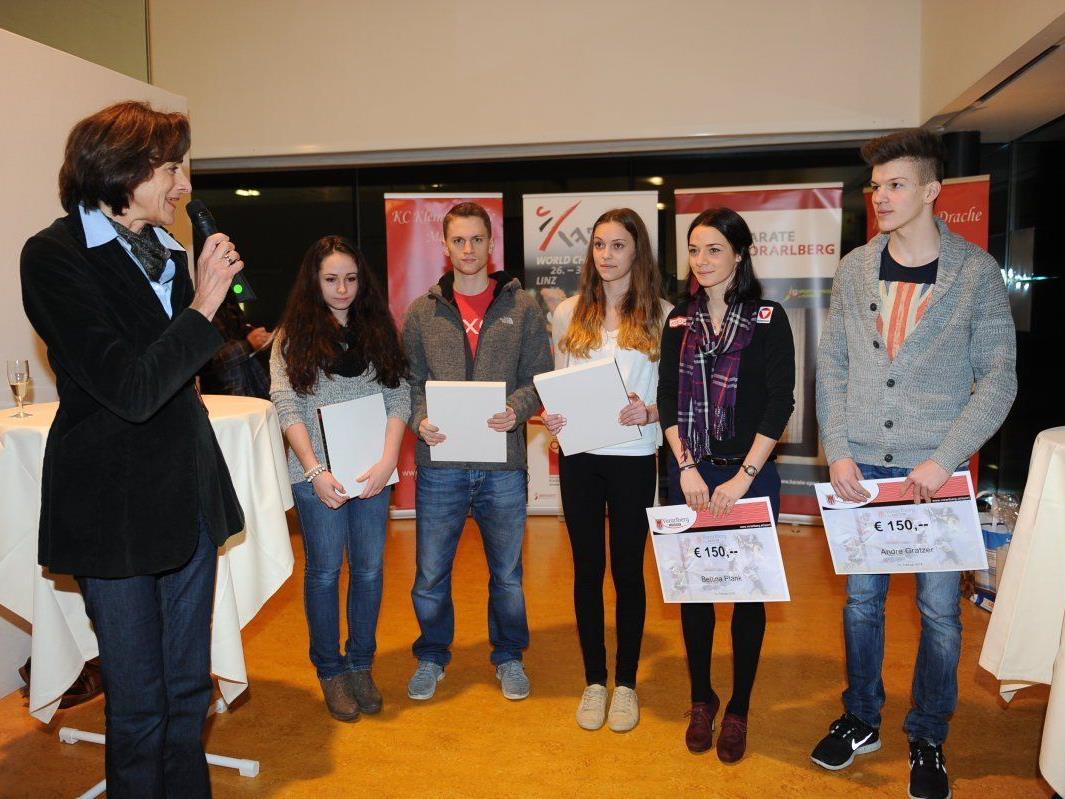 Sportlandesrätin Bernadette Mennel würdigte die hervorragenden Leistungen der Karatekas, hob aber auch das dahinter stehende ehrenamtliche Engagement hervor.