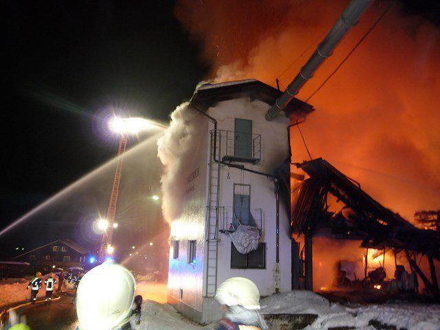 Neun Feuerwehren aus dem Montafon standen bei dem Brand im Einsatz.