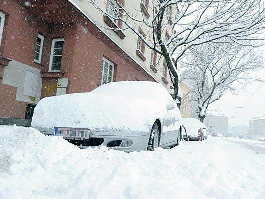 Eine dichte Schneedecke bedeckt Wien - und sorgt für Probleme