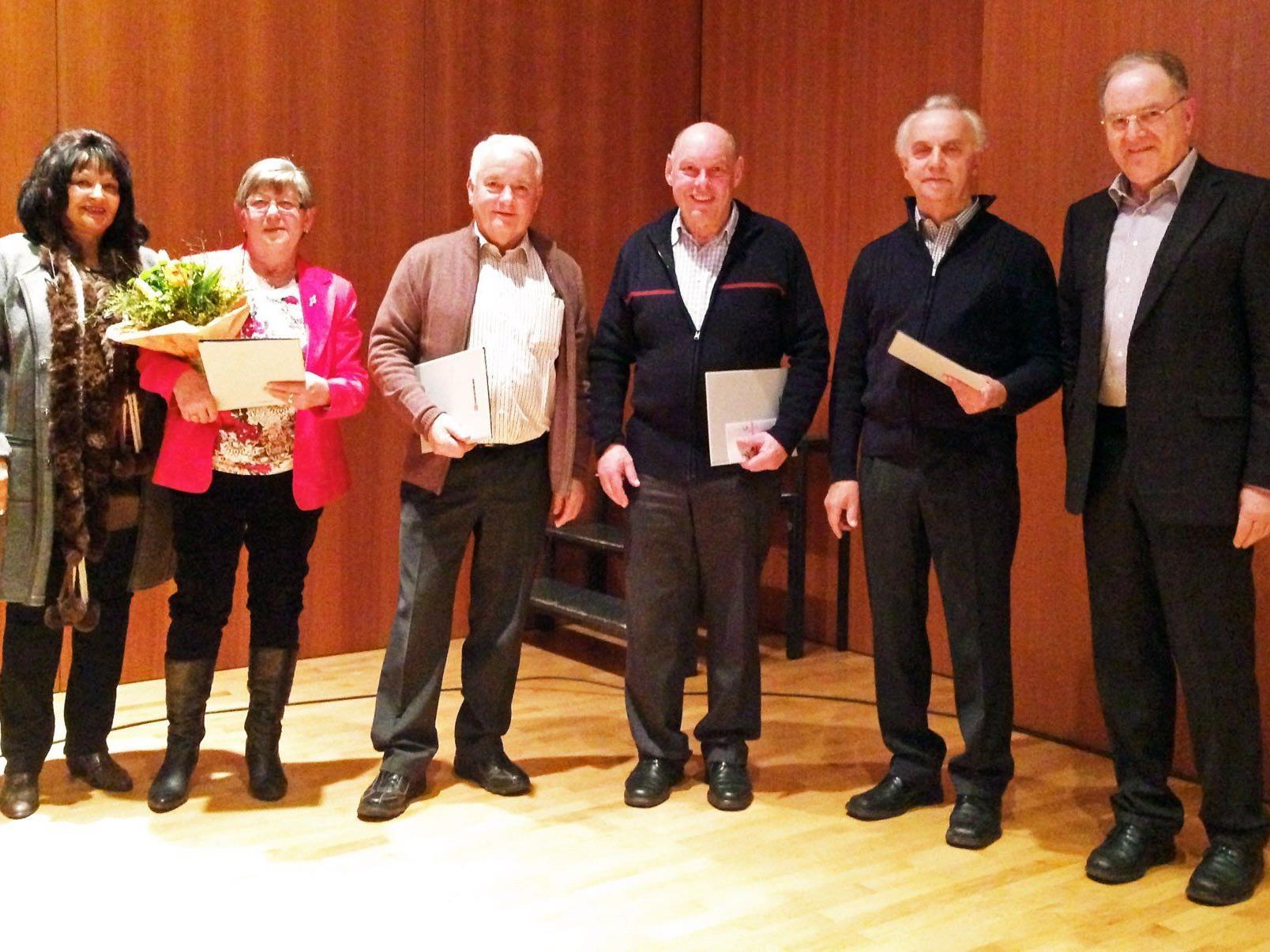 Die geehrten Mitglieder des Seniorenbundes Höchst mit Karin Rezniczek und Obmann Werner Schmid