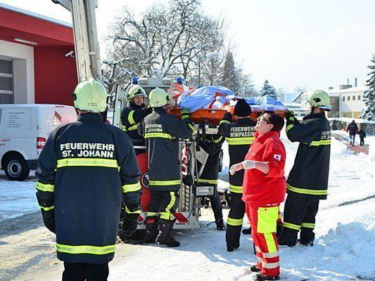 Eine übergewichtige Person wurde in Wimpassing von der Feuerwehr aus einem Haus geholt