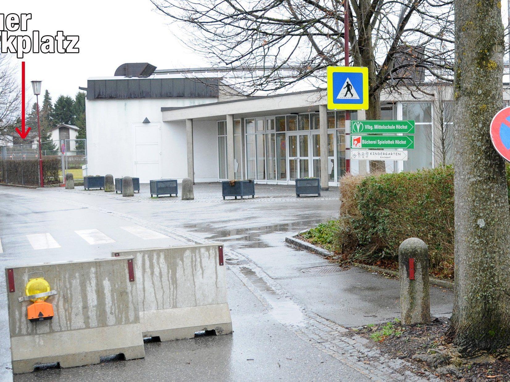 Neben der Schulturnhalle entsteht im Zentrum von Höchst ein neuer Parkplatz.