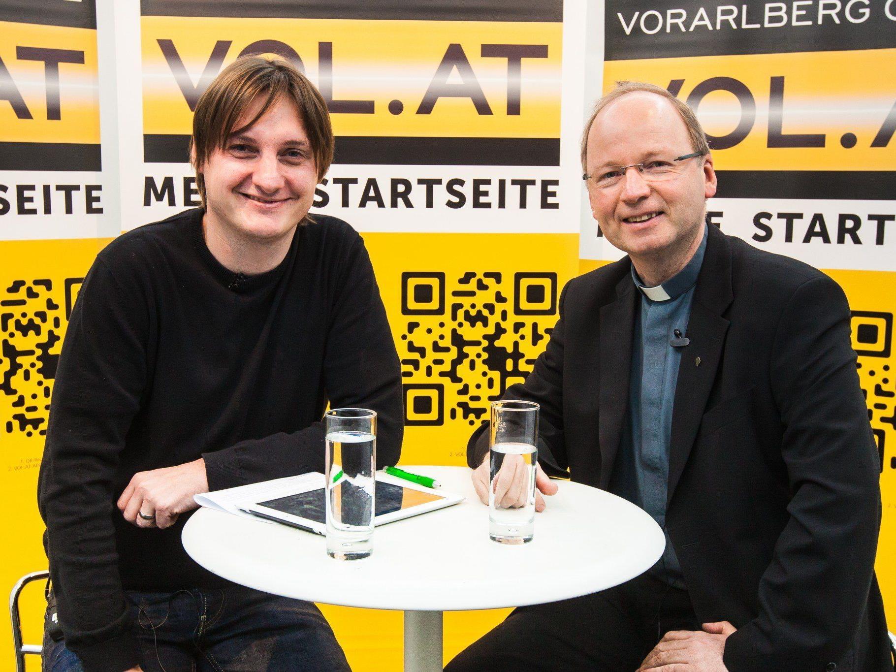 VOL.AT-CR Marc Springer mit Benno Elbs, Administrator der Diözese Feldkirch (v.l.)