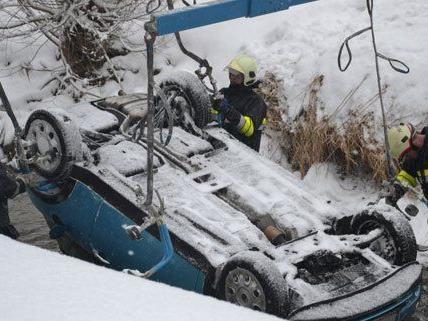 Zahlreiche Unfälle beschäftigten die Feuerwehren in Niederösterreich.
