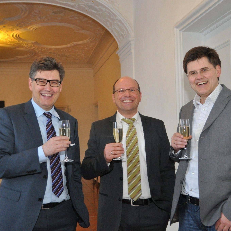 v.l.n.r.: Martin Feigl (GF Glas Marte GmbH, Kißlegger Bgm. Dieter Krattenmacher und Ing. Bernhard Feigl (GF Glas Marte GmbH)