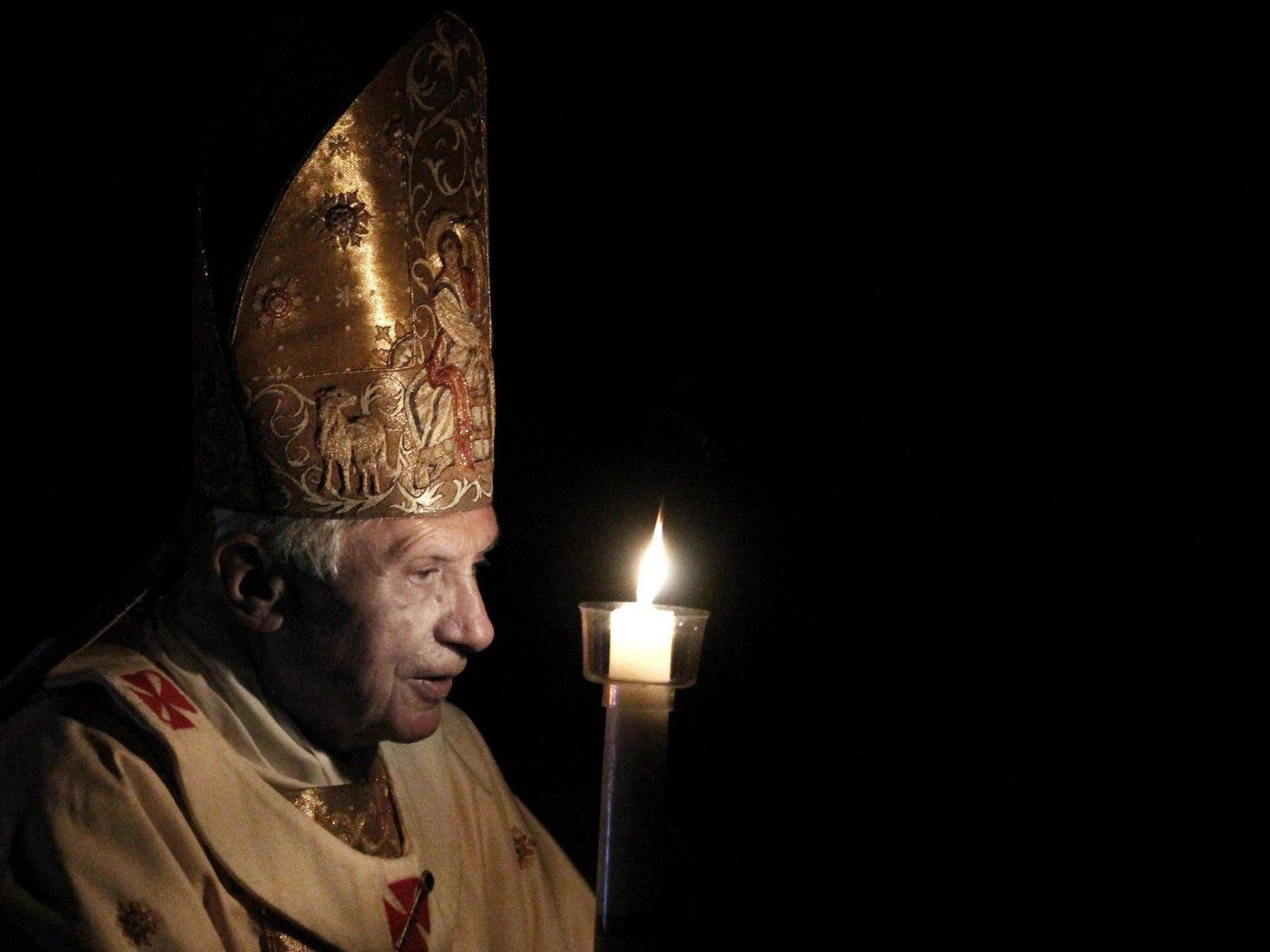 Benedikt XVI. tritt ab.