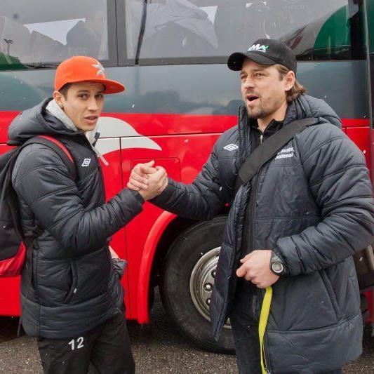 Austria Erfolgscoach Helgi Kolvidsson und Torjäger Thiago de Lima vor dem Abflug ins Trainingslager.