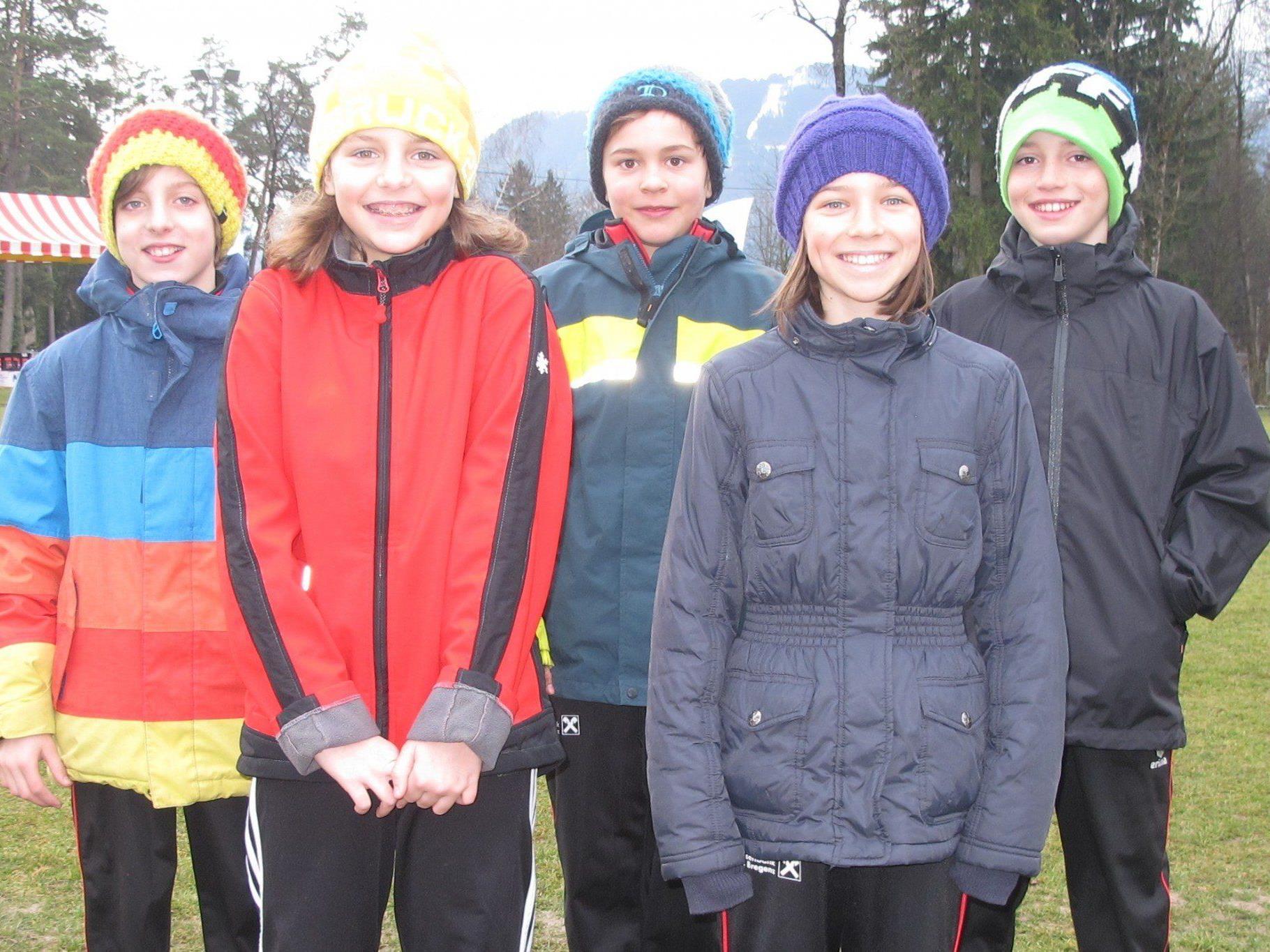 Die U-12-Leichtathleten bei der Crosslauf-Landesmeisterschaft in Gisingen