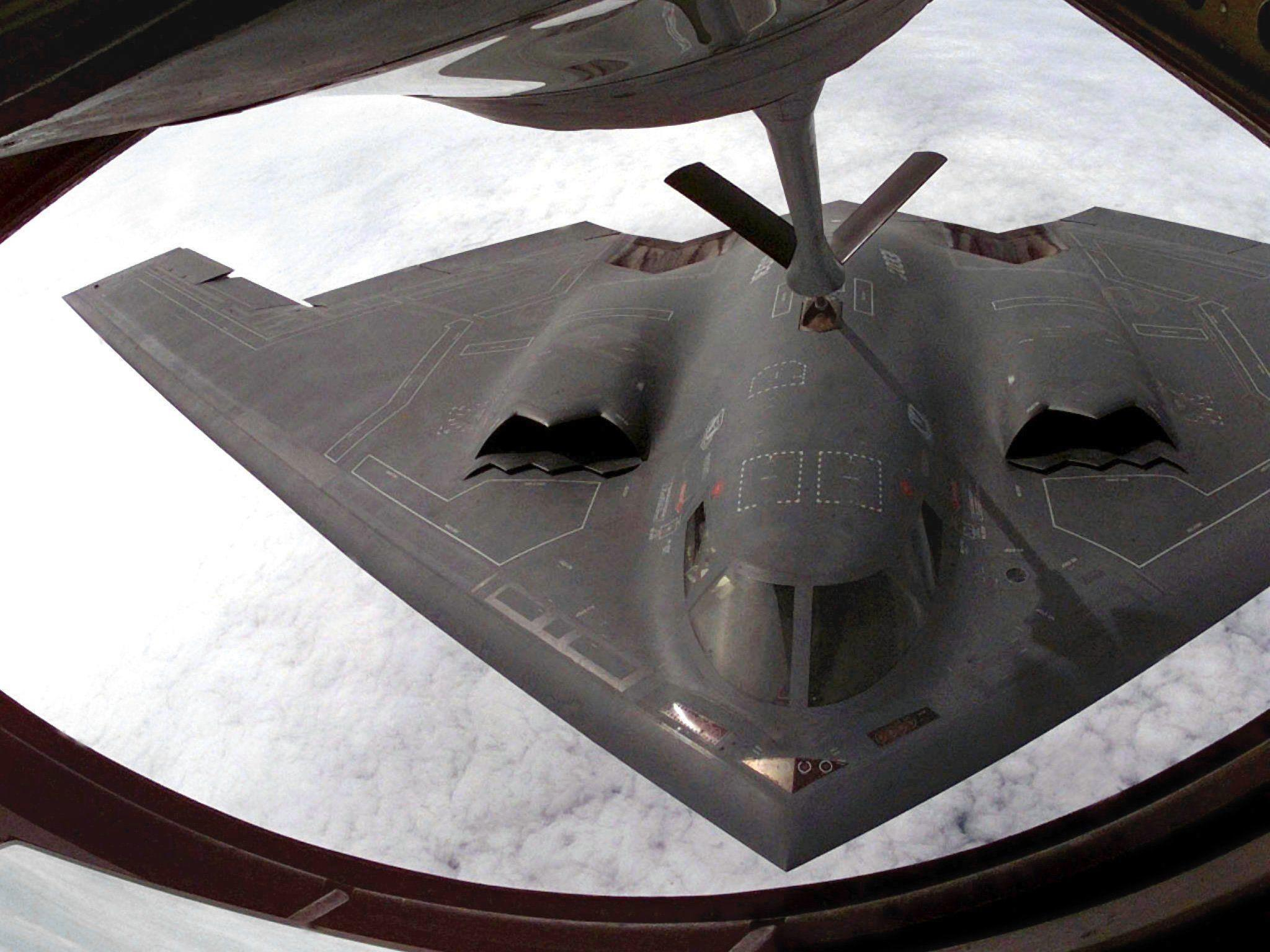 Maschinen vom Typ B-2 absolvieren Flug mit Munitionsattrappen.