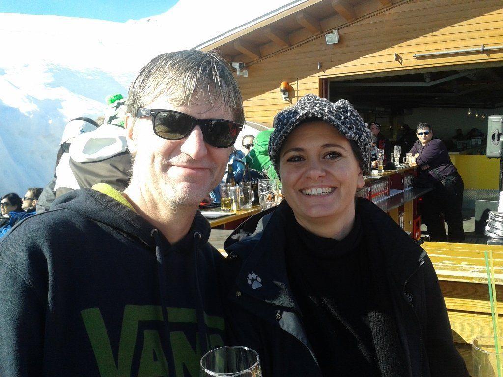 Organisator Wolfi Preuß strahlte mit Miriam und der Sonne um die Wette.