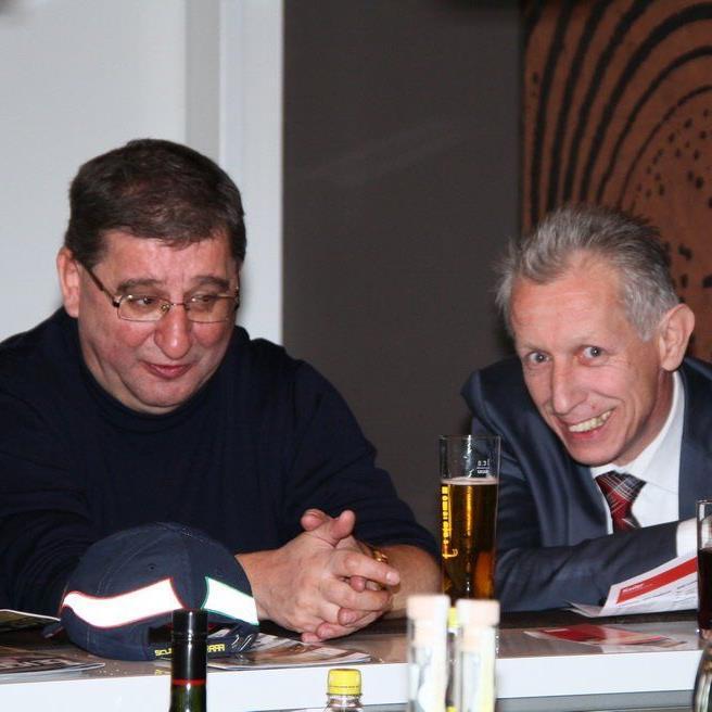 Friedrich Brunauer und German Bertsch im Smalltalk im Montfortclub der Vorarlberghalle.