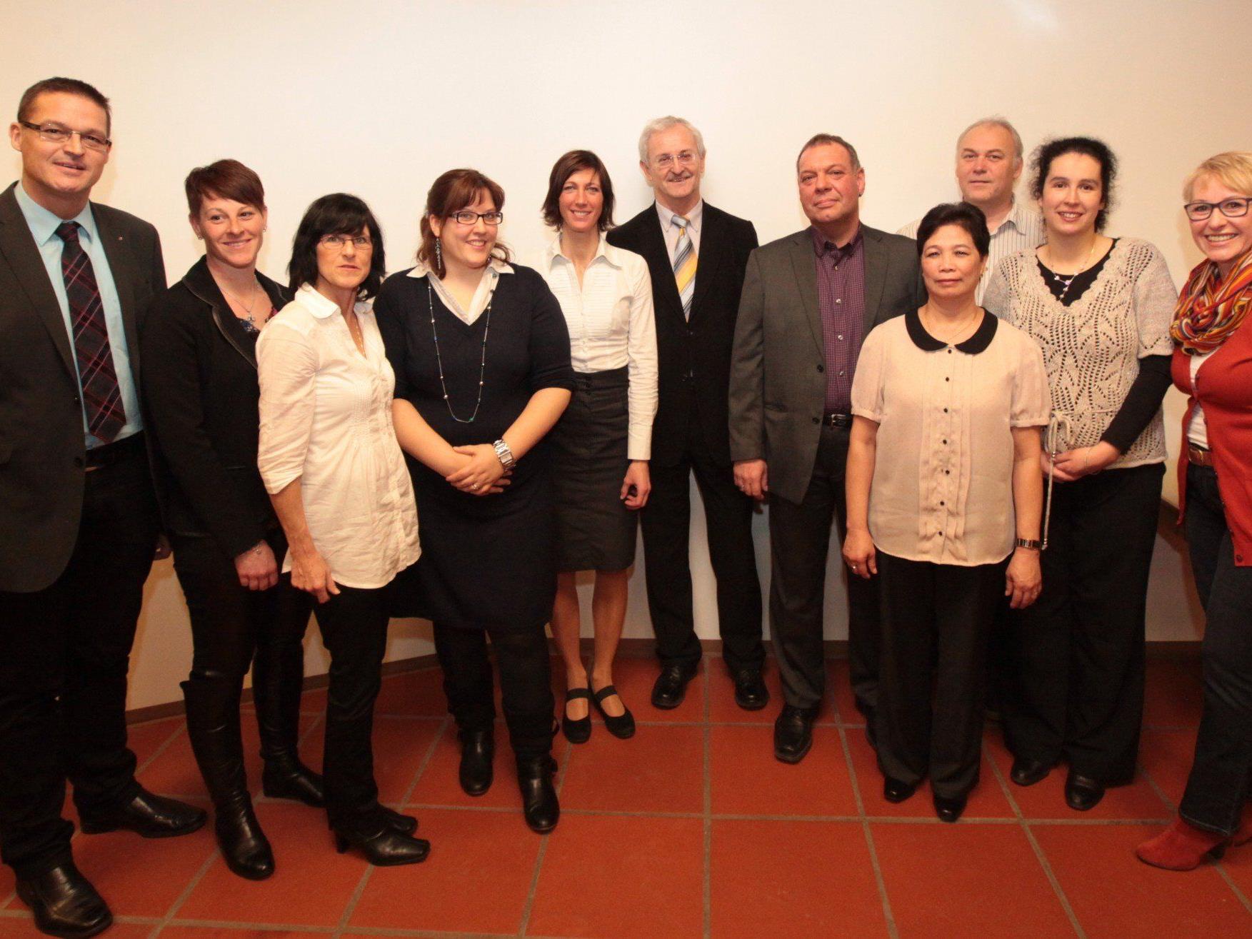 Landesrat Bernhard mit einigen der 43 JubilarInnen.