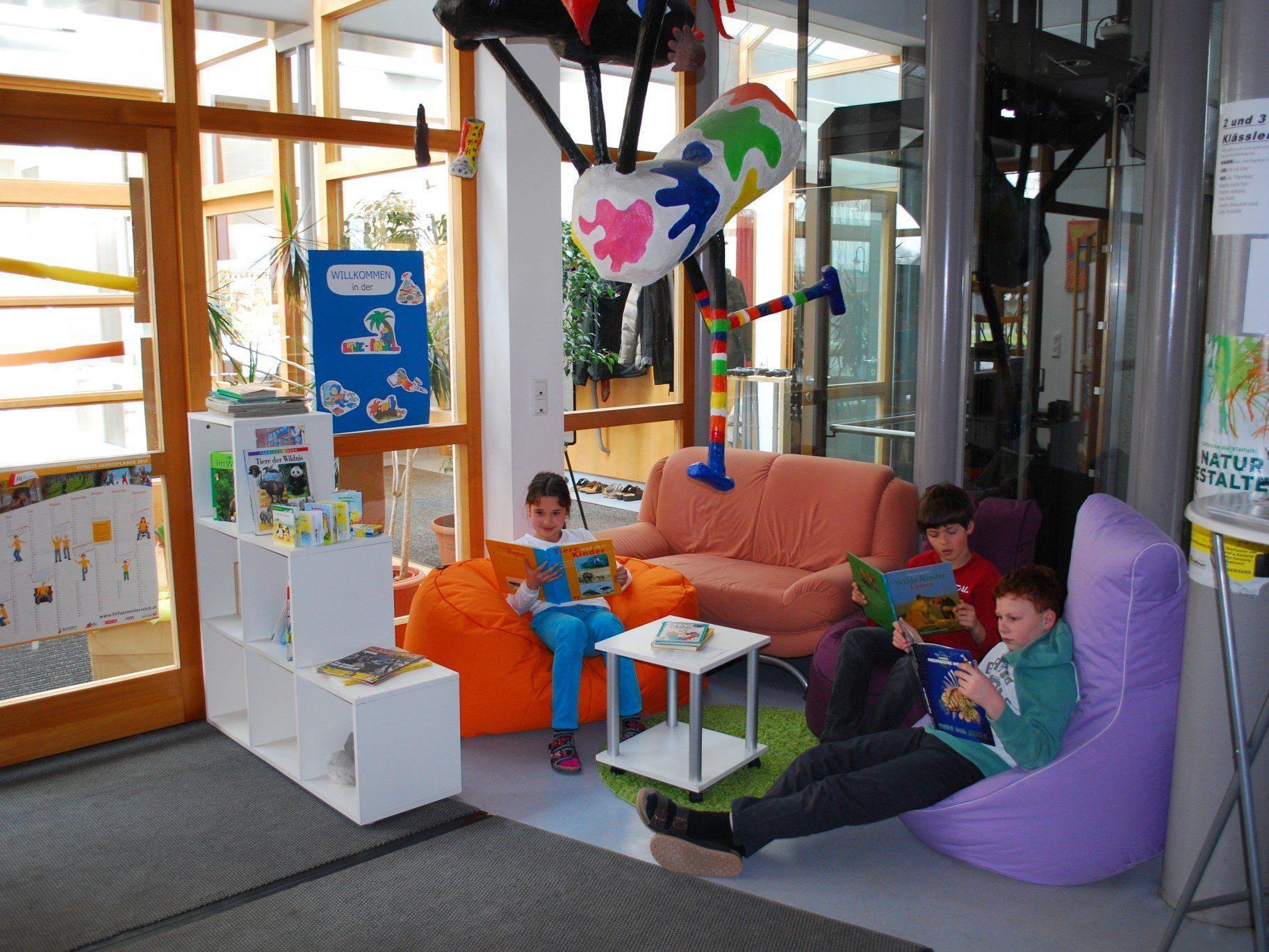 """Die """"Leseinsel"""" in der Volksschule Brederis – eine der Stationen beim 3. Vorarlberger Lesetag"""