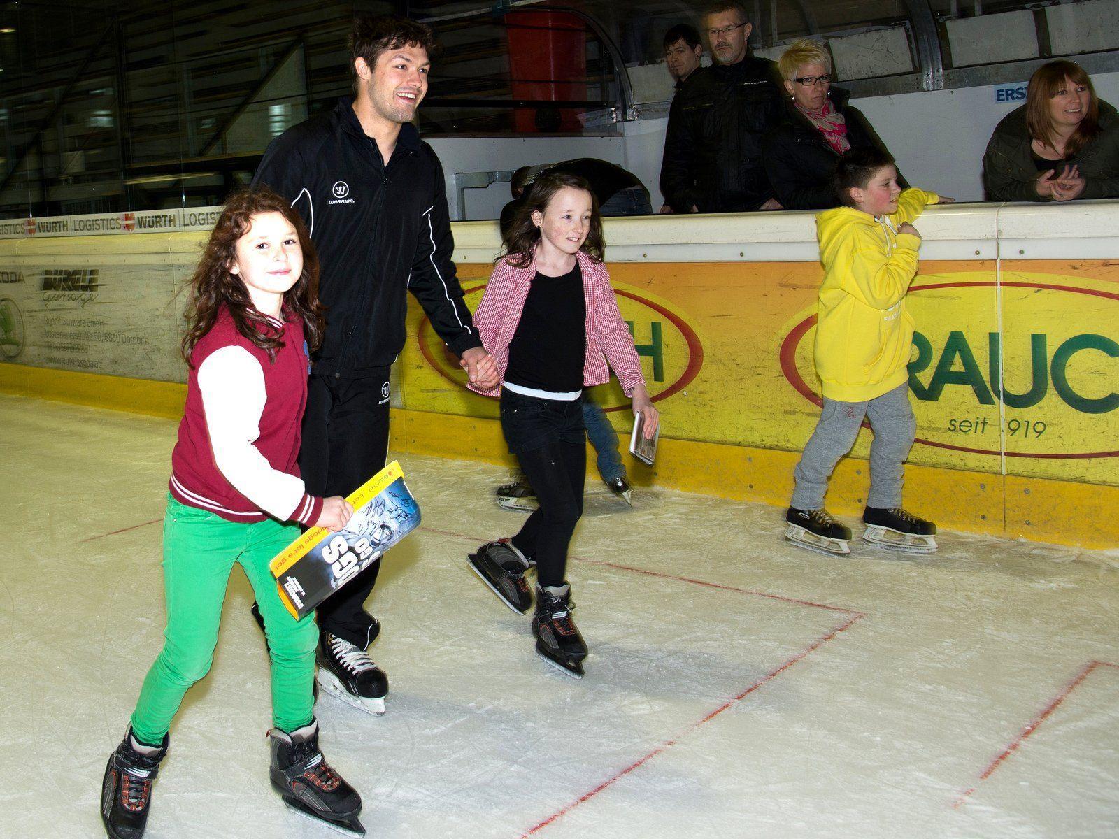 Dany Bois drehte mit einigen Kids die letzten Runden für eine lange Zeit im Dornbirner Messestadion.