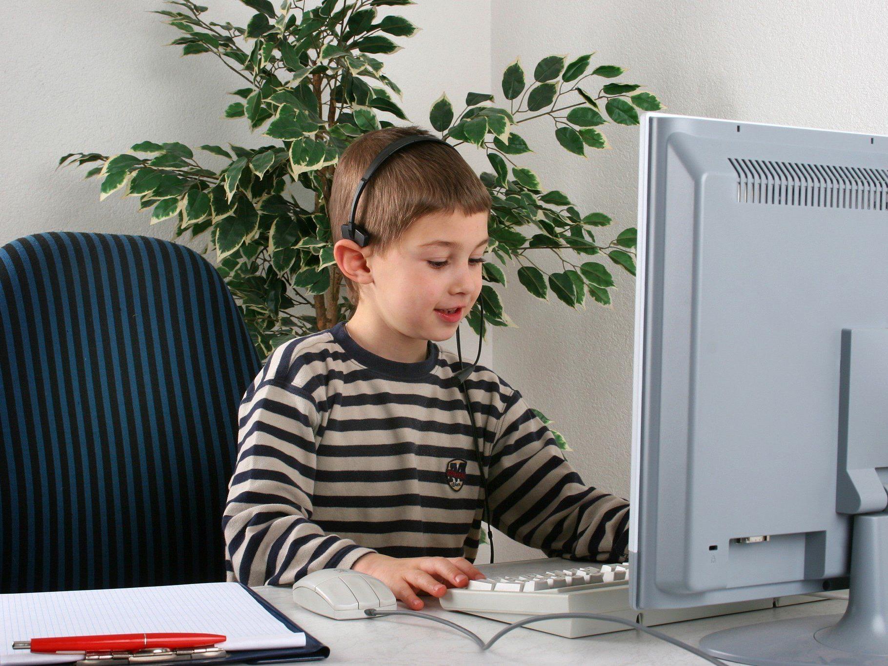 90 Prozent der Kinder suchen im Web nach Antworten.