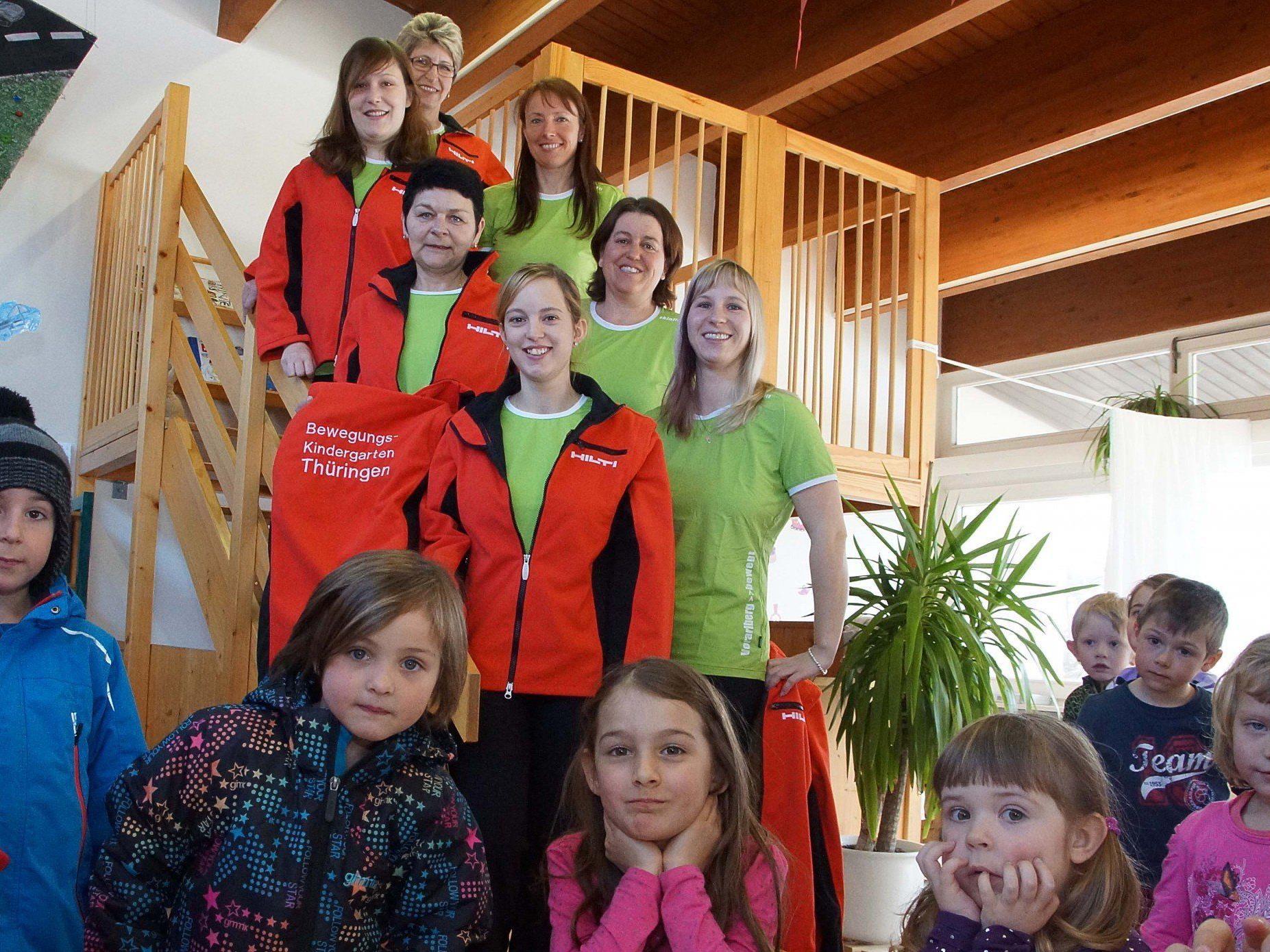 Das Thüringer Kindergartenteam tritt in neuem Outfit auf.