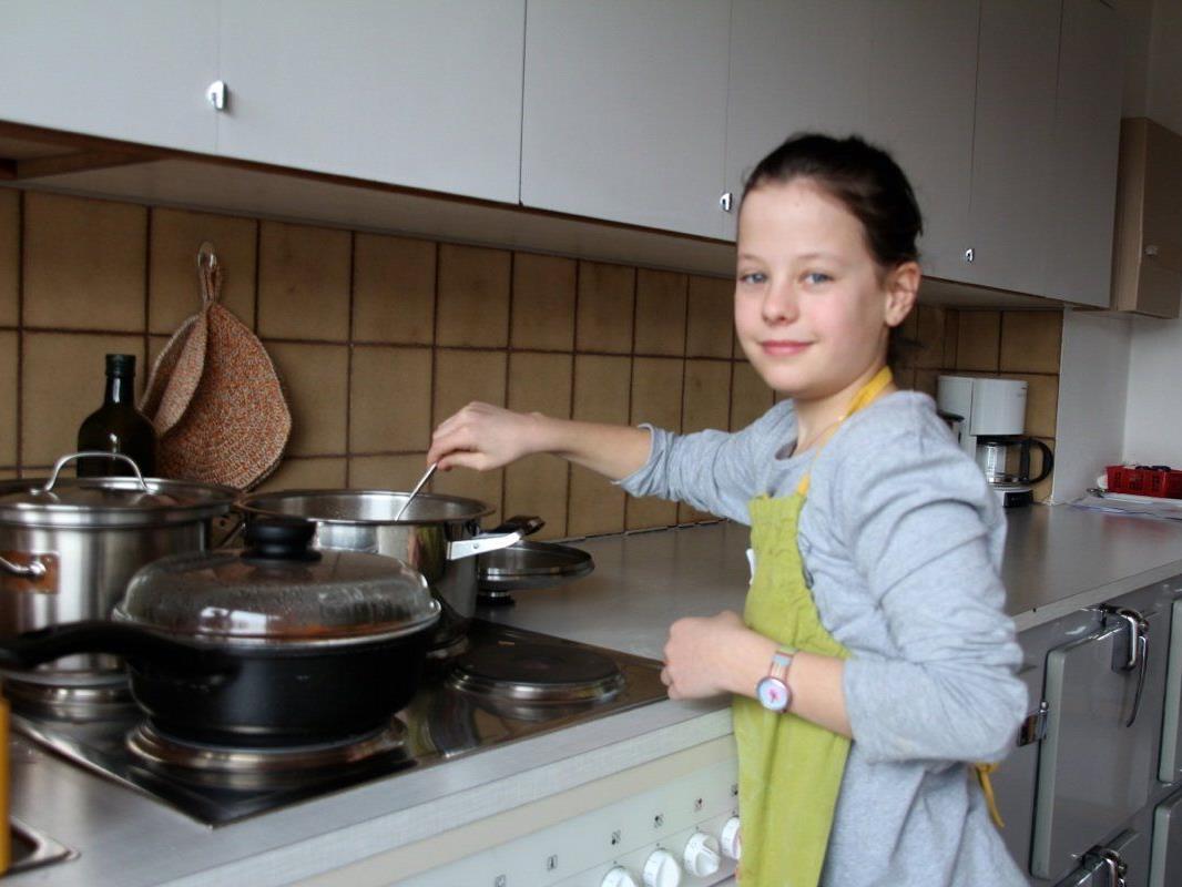 Anna war mit ihrem Zwillingsbruder beim Kurs und für das Spaghettikochen zuständig