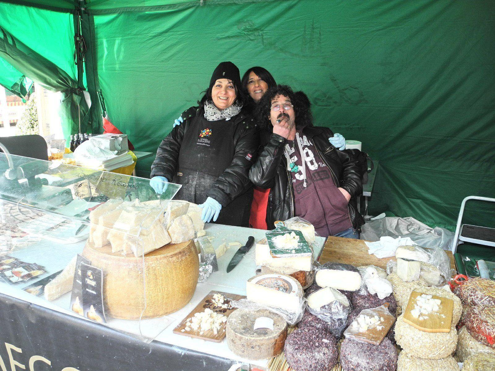 Italienischer Humor und Gemütlichkeit auf dem Italienischen Markt in Feldkirch