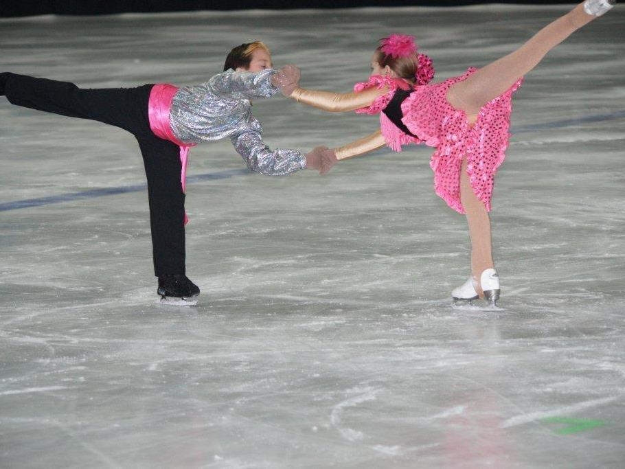 """Der """"Schuh des Manitu"""" wurde dieses Jahr auf dem Eis im Aktivpark gezeigt."""