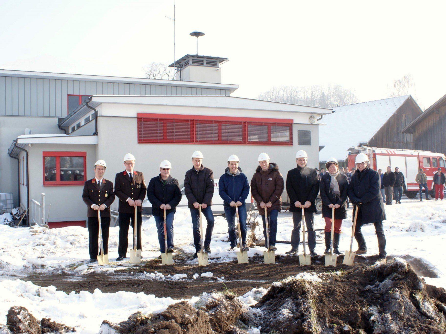 Spatenstich zum Um- und Erweiterungsbau des Schlinser Feuerwehrzentrums.
