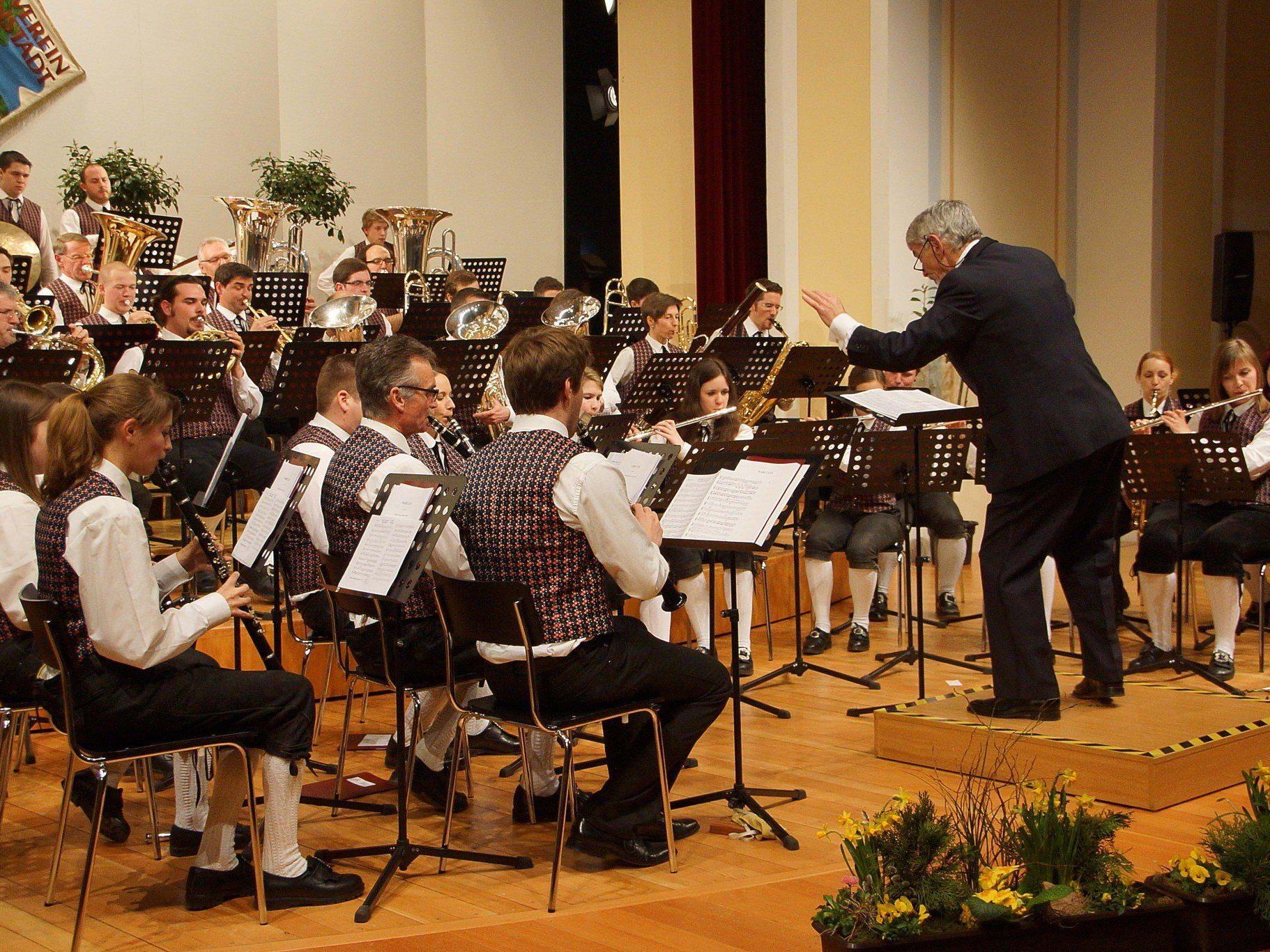 Lothar Uth brannte mit seinem MV Altenstadt im Konsesaal ein brillantes Klangfeuerwerk ab.