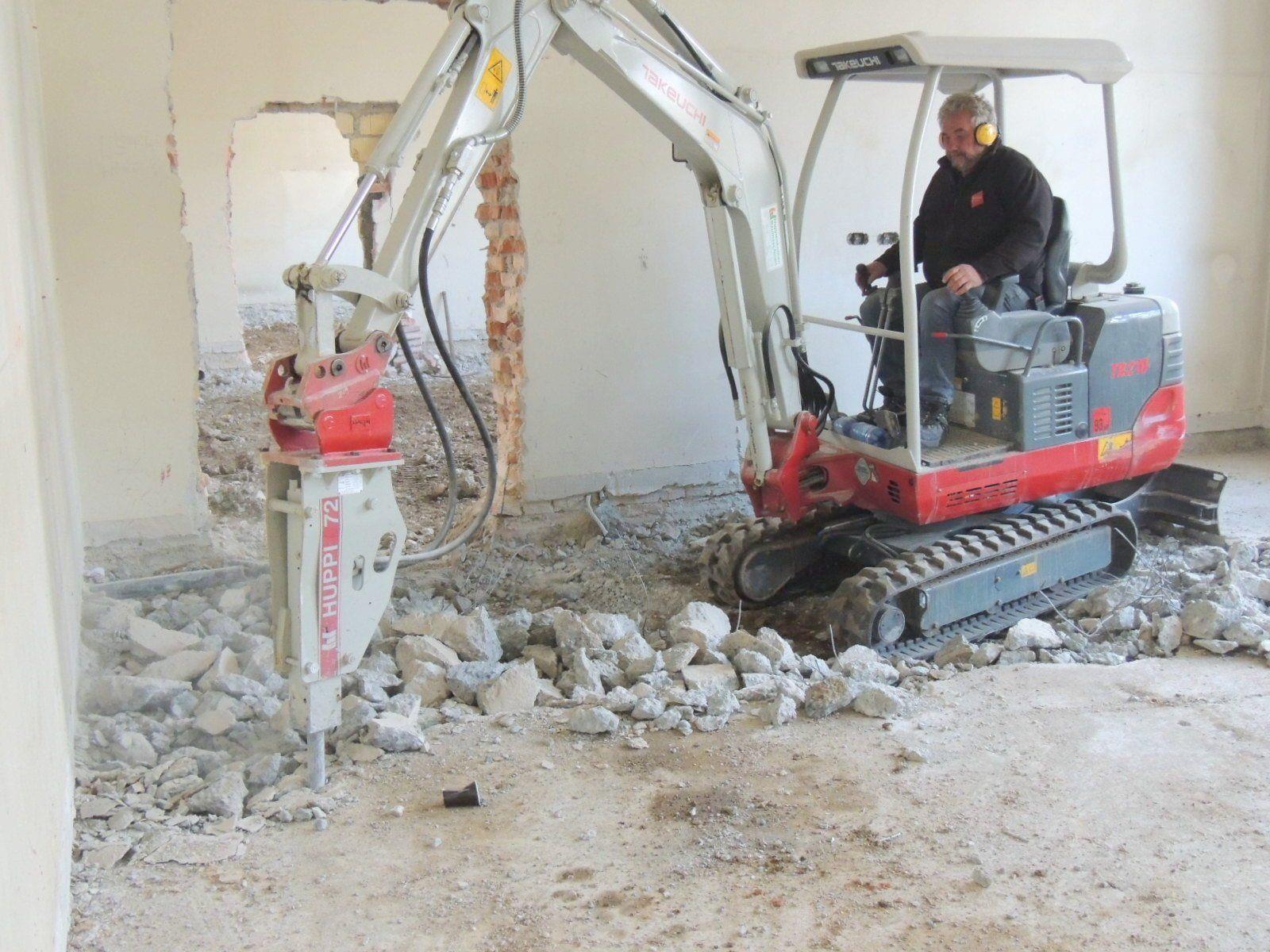Fundament wird bis auf den Naturboden abgetragen