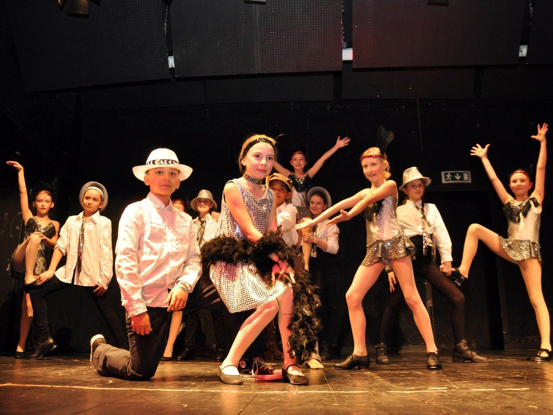 Tanzbegeisterte Kinder, Jugendliche und Erwachsene präsentierten ihr Können.