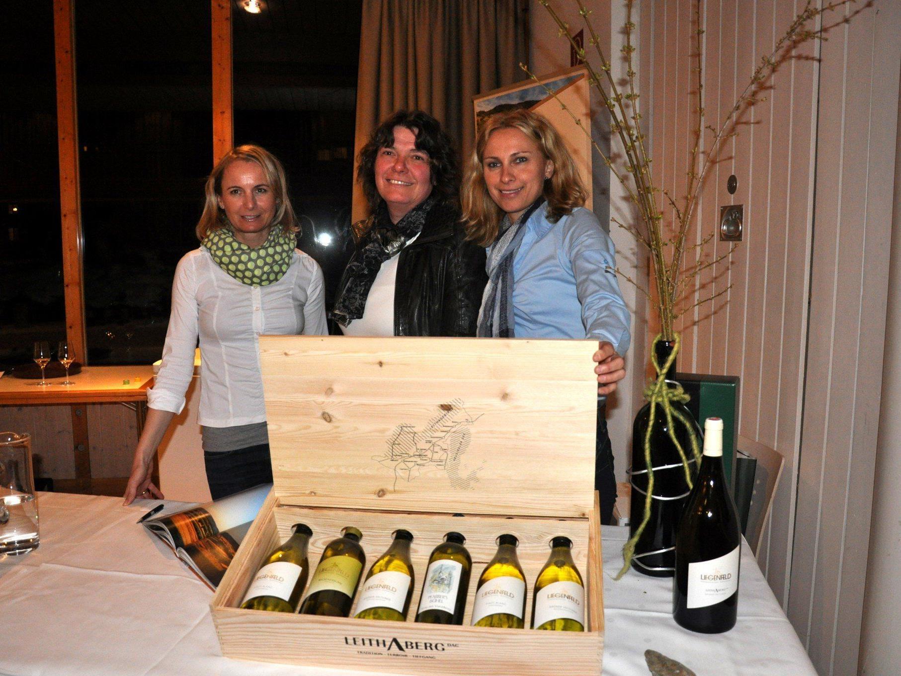Zahlreiche Spitzenweine wurden den zahlreichen Besuchern zur Verkostung angeboten.