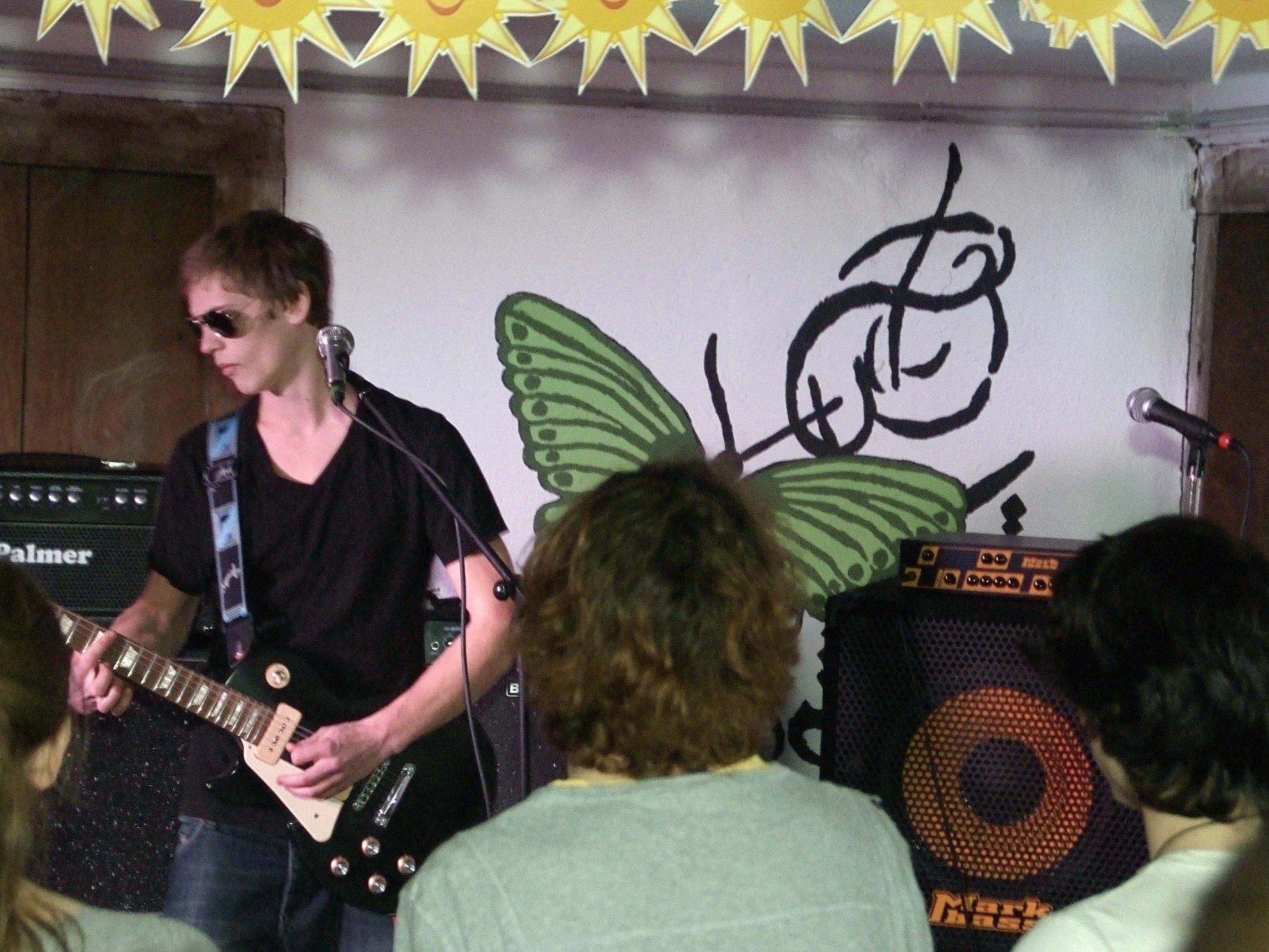Laurens Henning ließ mit seiner Soulstimme und dem fetzigen Gitarre Sound Groove aufkommen