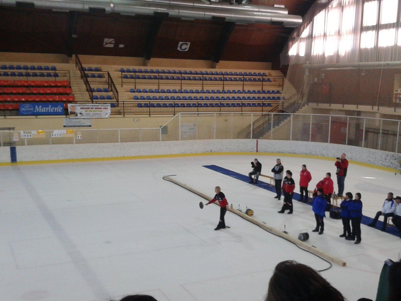 Europameisterschaft im Eisstockschießen.