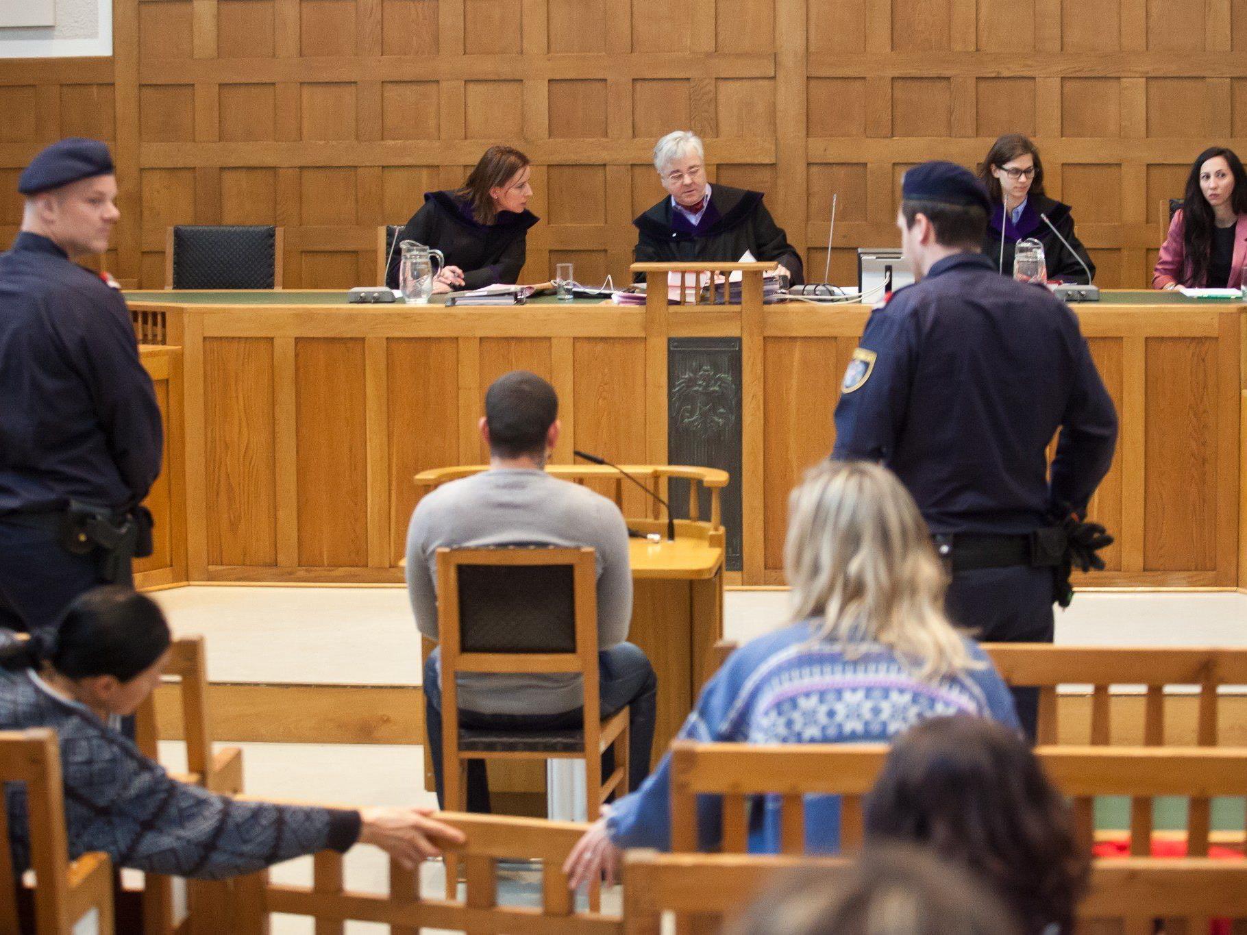 Mutter seines Kindes in SOS-Kinderdorf erwürgt: Prozess in Feldkirch.