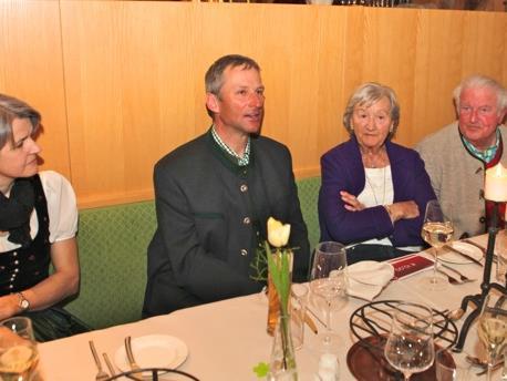 Die Vermieter Birgit und Hubert mit ihren treuen Gästen Hildegard und Heino Achtermann.