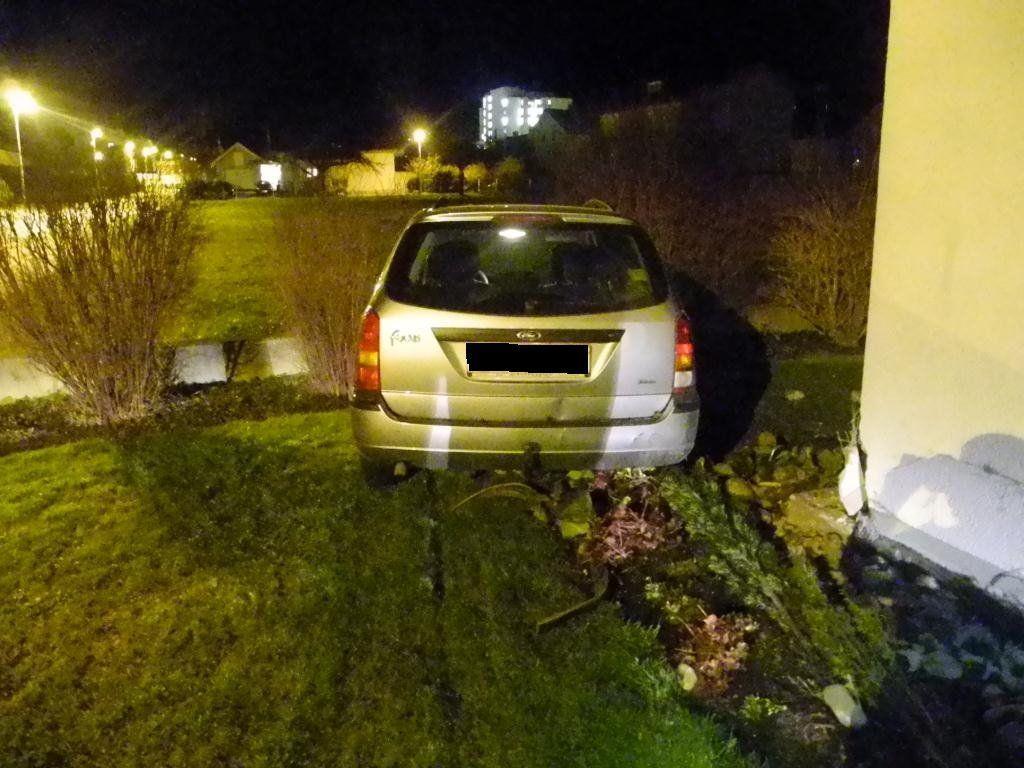 Der 14-Jährige richtete bei seiner Spritztour in Hohenems beträchtlichen Sachschaden an.