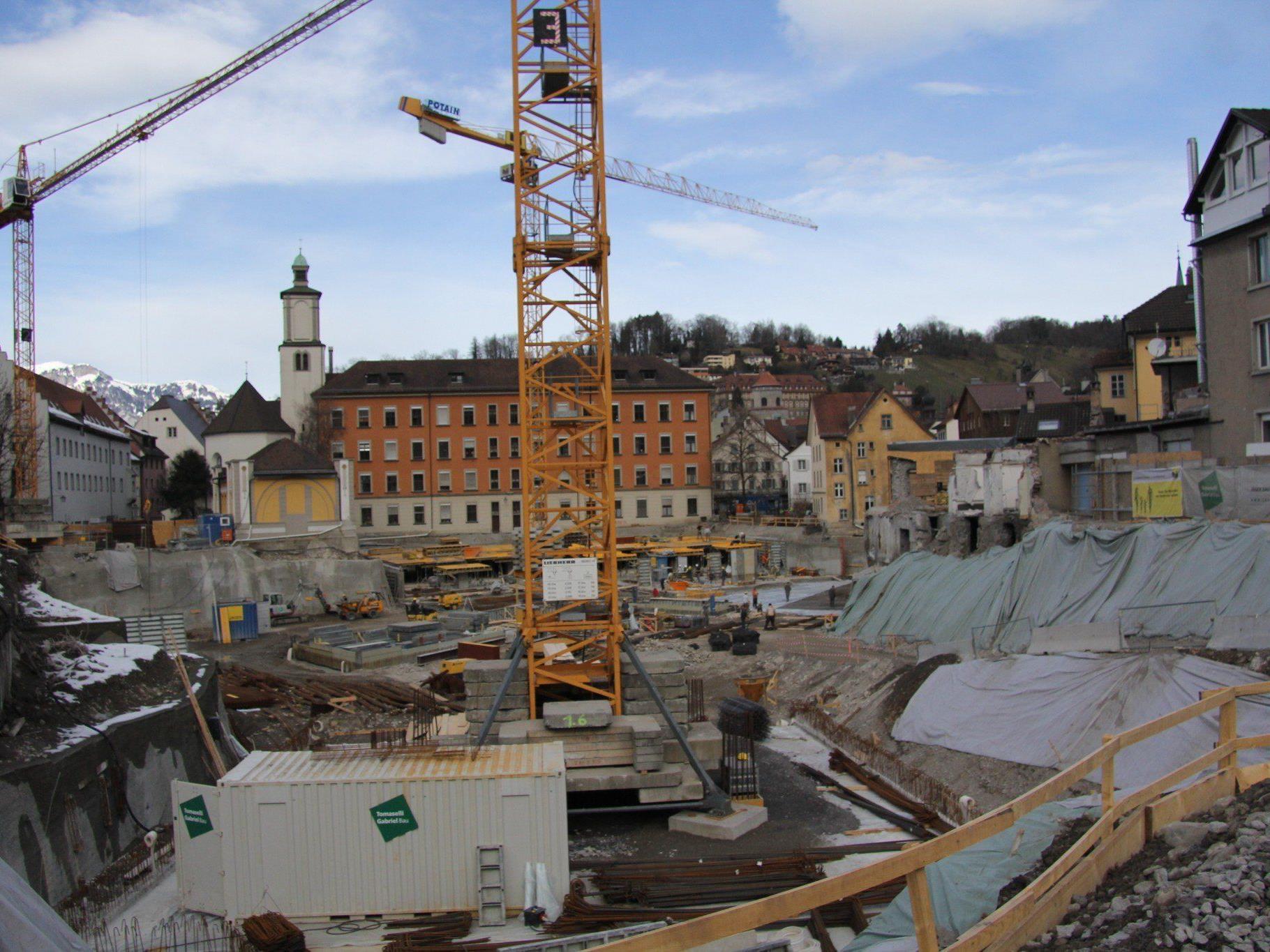 """Hier entsteht die """"architektonische Schönheit"""", das neuen Montforthaus, im Herzen Feldkirchs."""