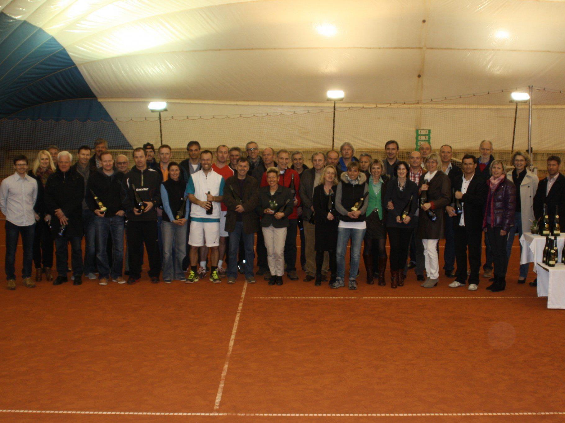 Alle Sieger der diesjährigen Tennis Seniorentitelkämpfe in Altenstadt.