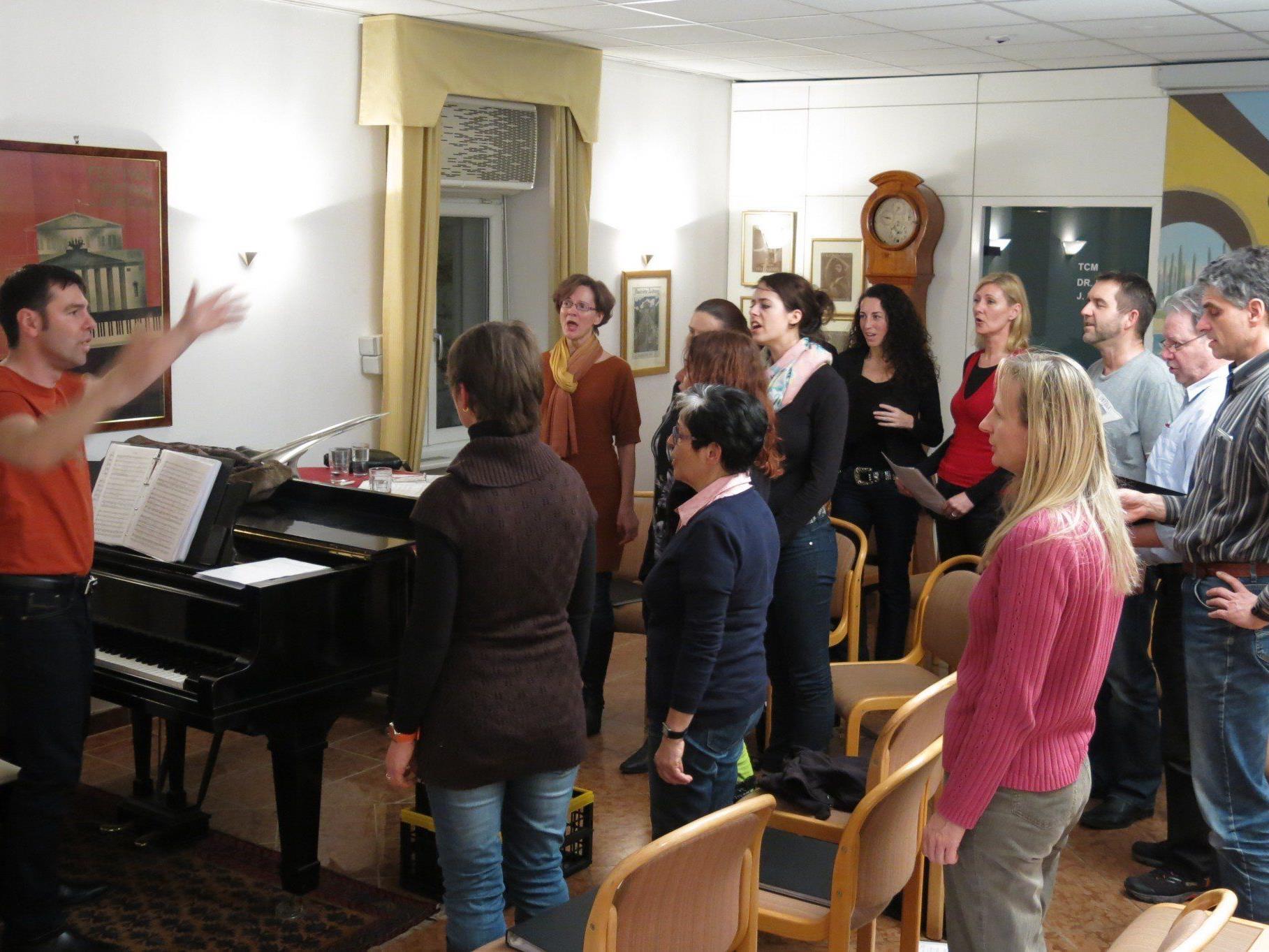 René Reiter arrangiert das Liedgut passend  für seinen Chor.