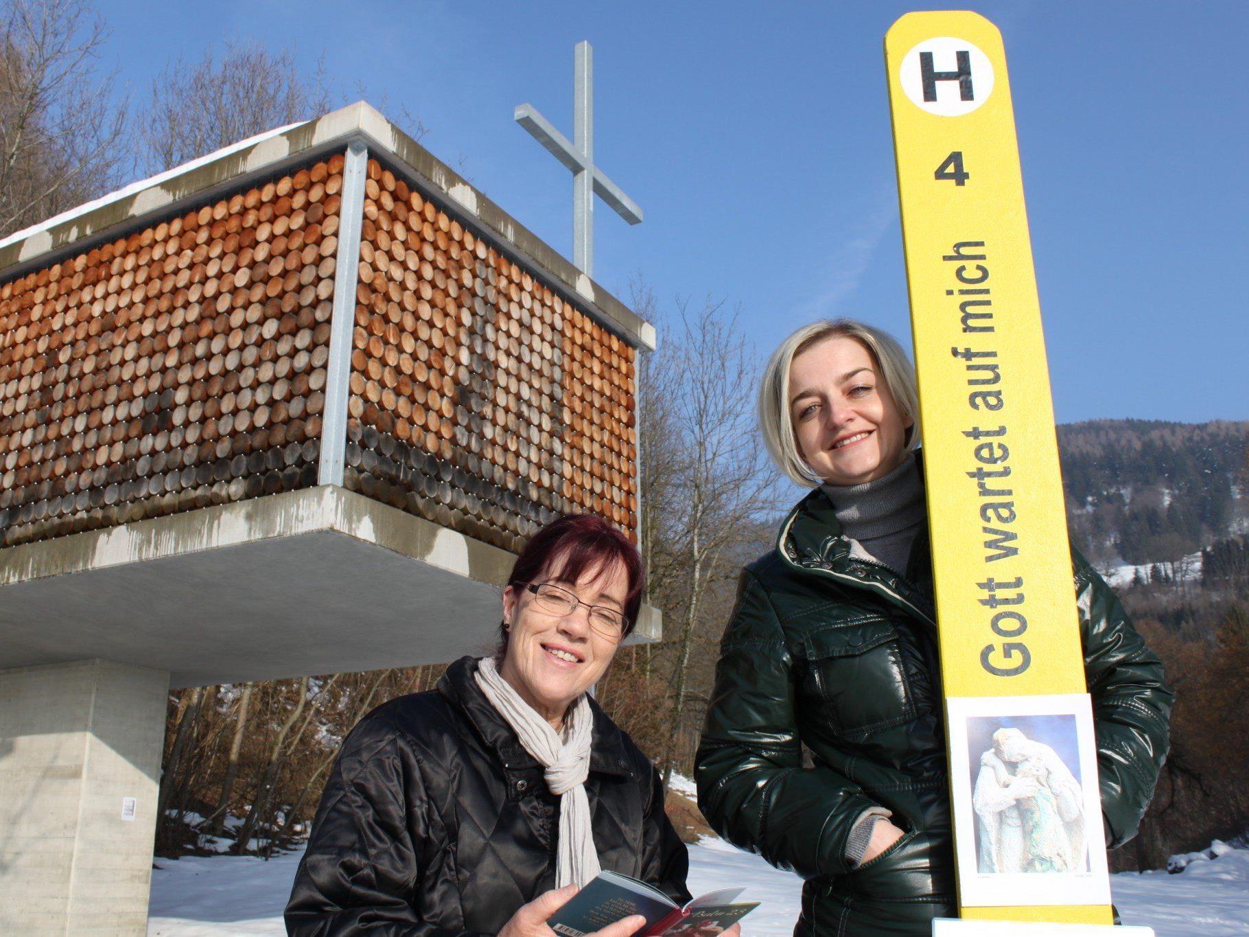 """""""Halt amol"""" während der """"Stunde des Kreuzes"""" bei der Familienkapelle in Fraxern: März-Freitage von 15-16 Uhr."""
