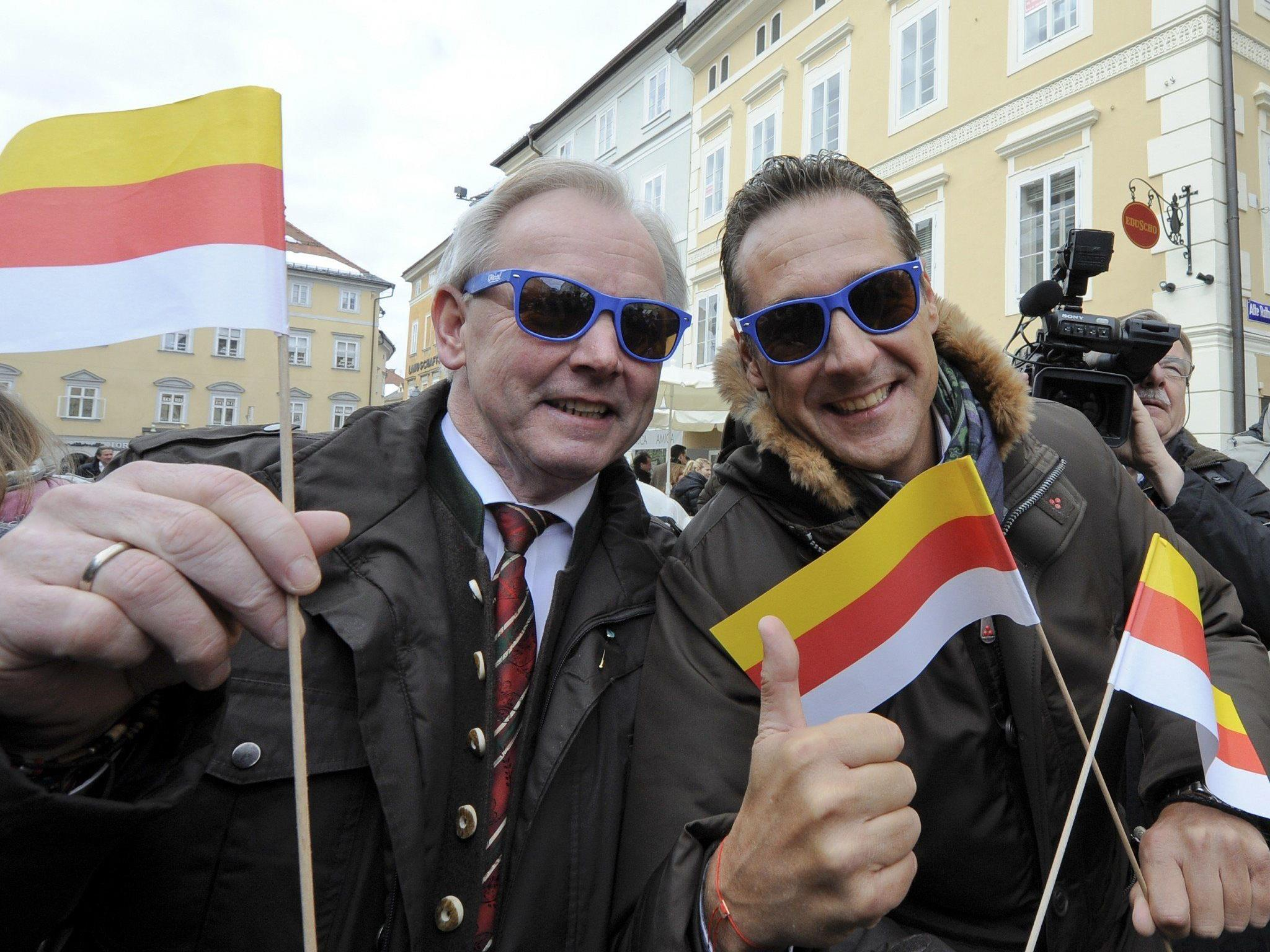 Landeshauptmann Dörfler (l.) muss in Kärnten fürchten das Duell mit der SPÖ zu verlieren.