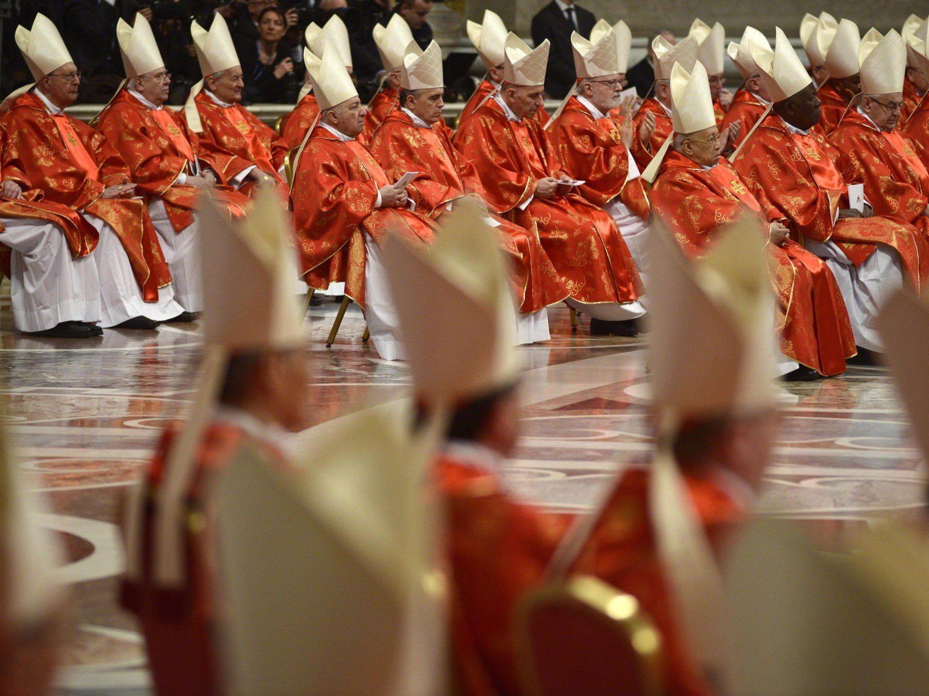 Sodano formuliert Anspruch in Predigt - Applaus für Benedikt.