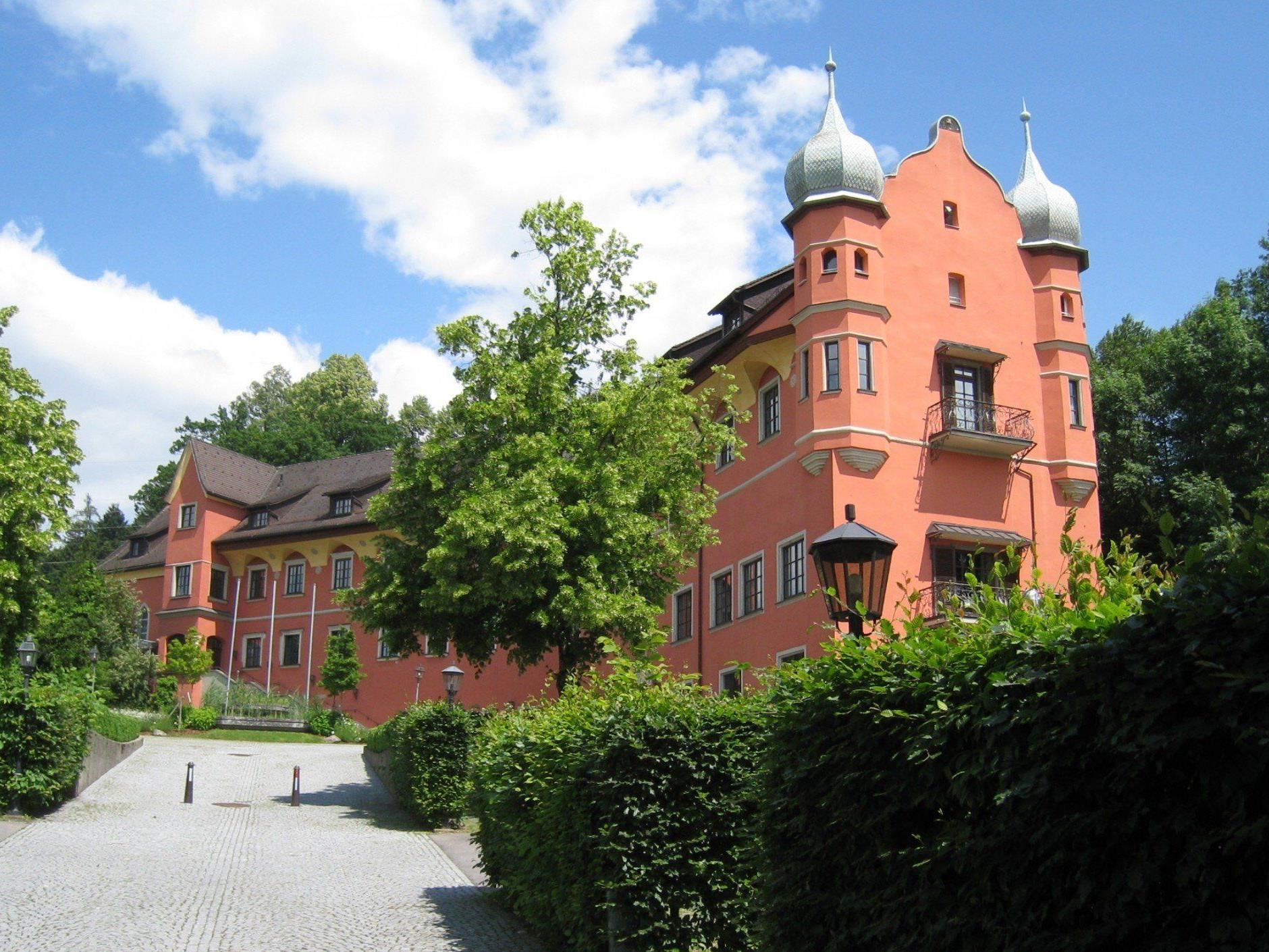 Die Frauensprecherinnen des Leiblachtales laden am Int. Frauentag Frauen und Männer zu einem besonderen Abend ins Schloss Hofen.