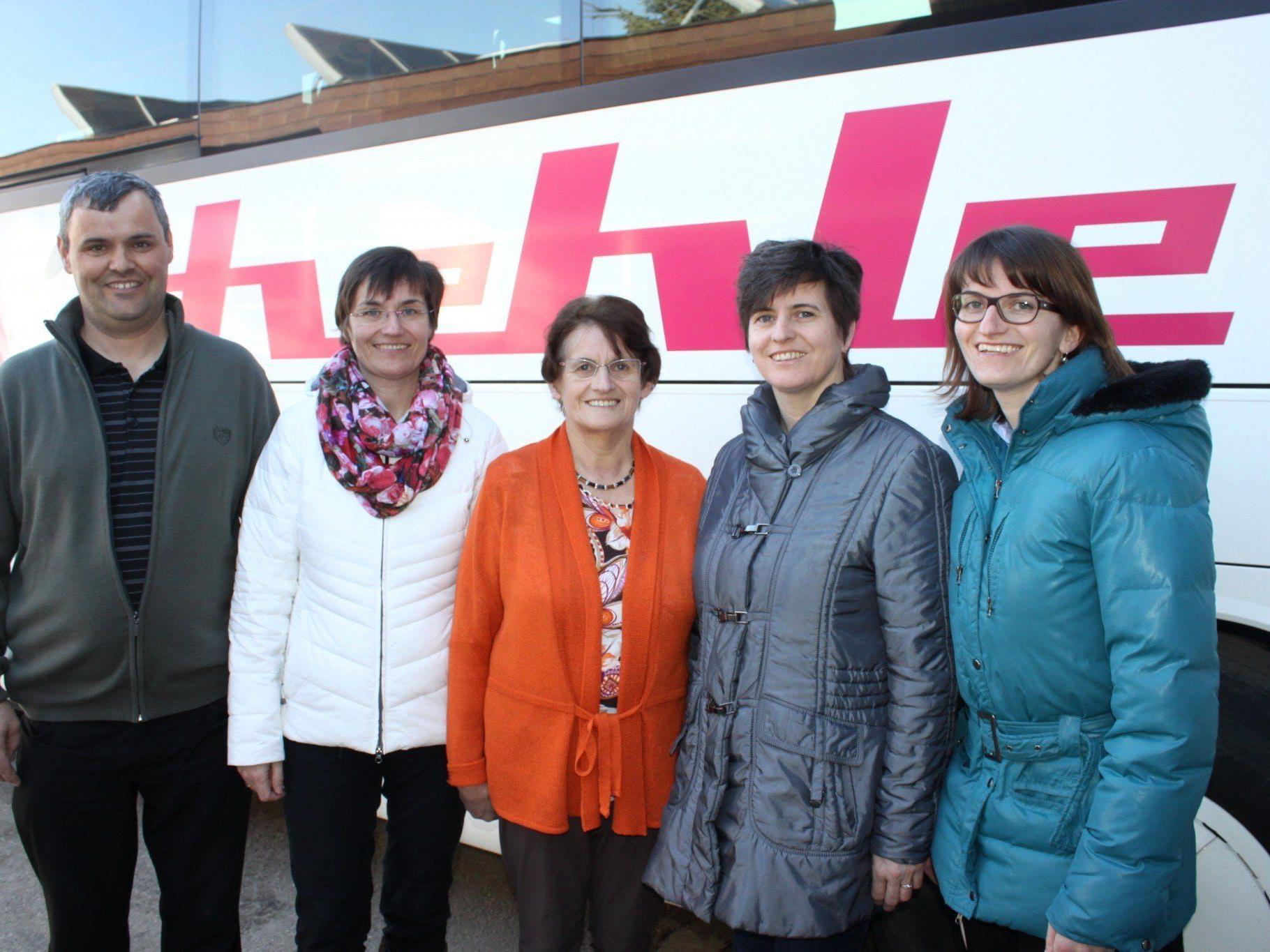 Konrad Bereuter, Elke Bereuter-Hehle, Senior-Chefin Hildegard Hehle, Marlis Hehle und Buchautorin Friederike Hehle feiern mit über 500 Kunden eine erfolgreiche Familiengeschichte.