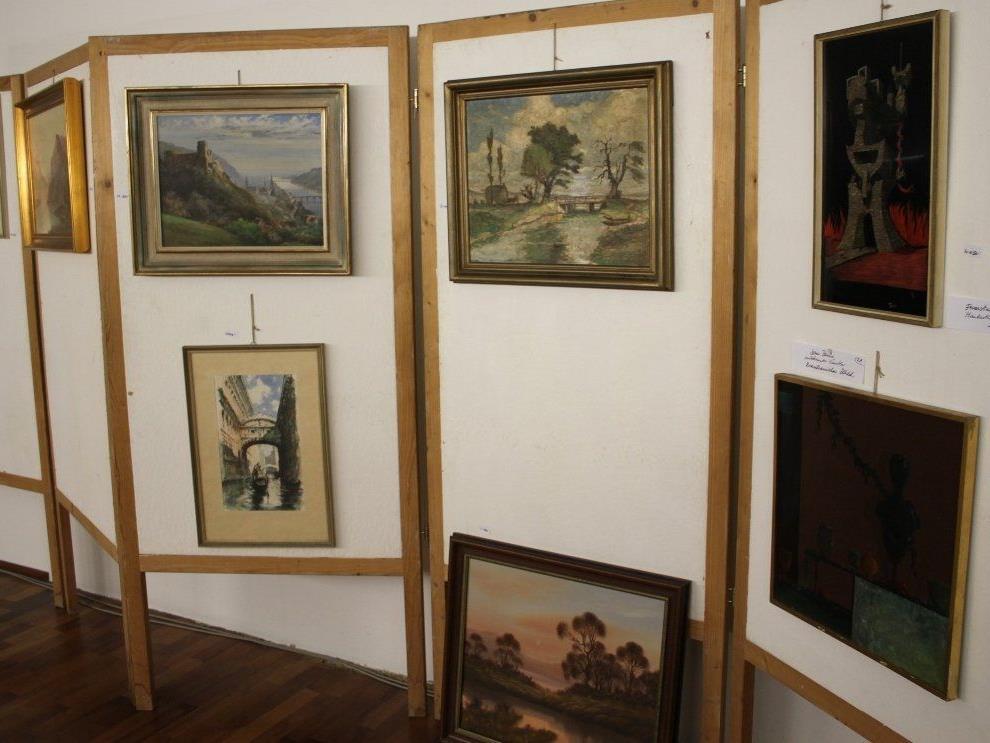 Auch einige dieser Bilder aus dem Möltner-Nachlass stehen zum Verkauf.